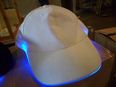 WITTE CAPS MET BLAUWE LED RAND